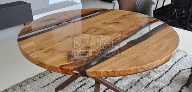 обеденный стол с заливкой итальянским полимером